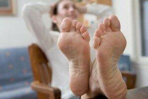 Неприятный запах ног у женщины