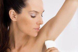 Использование дезодоранта для подмышек