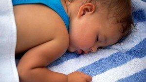 Ребенок потеет во сне