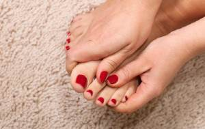 Уход за ногами против повышенной потлиости