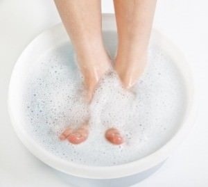 Мыть ноги перед применением