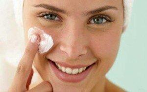 Увлажнение кожи кремом