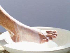 Распарить ноги